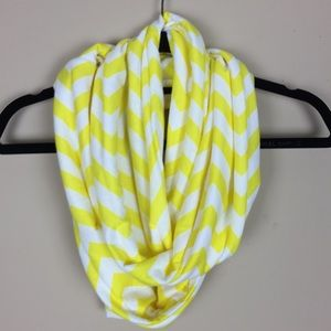 Accessories - NWOT Yellow & White Chevron Infinity Scarf